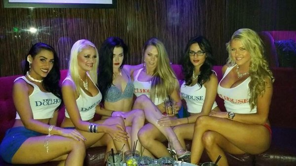 females looking for male escorts